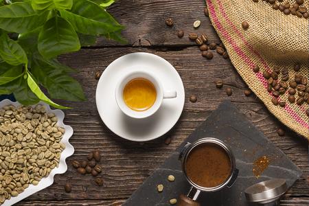 Koffie en tools op hout.jpg